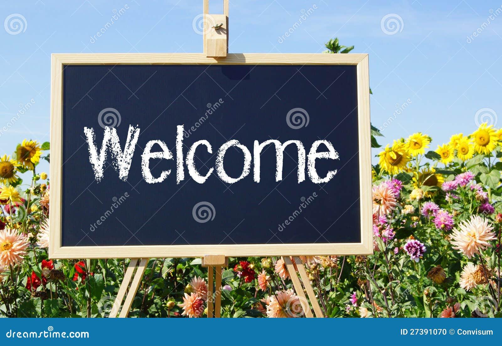 Teken Je Tuin : Welkom teken in tuin stock foto. afbeelding bestaande uit bloemen