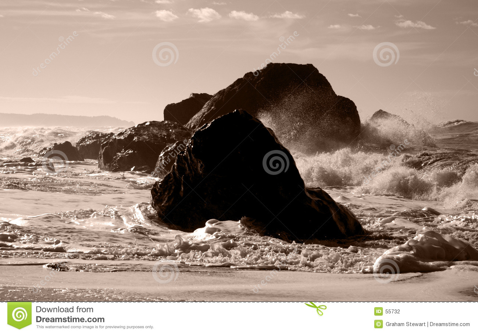 Wellen auf Felsen
