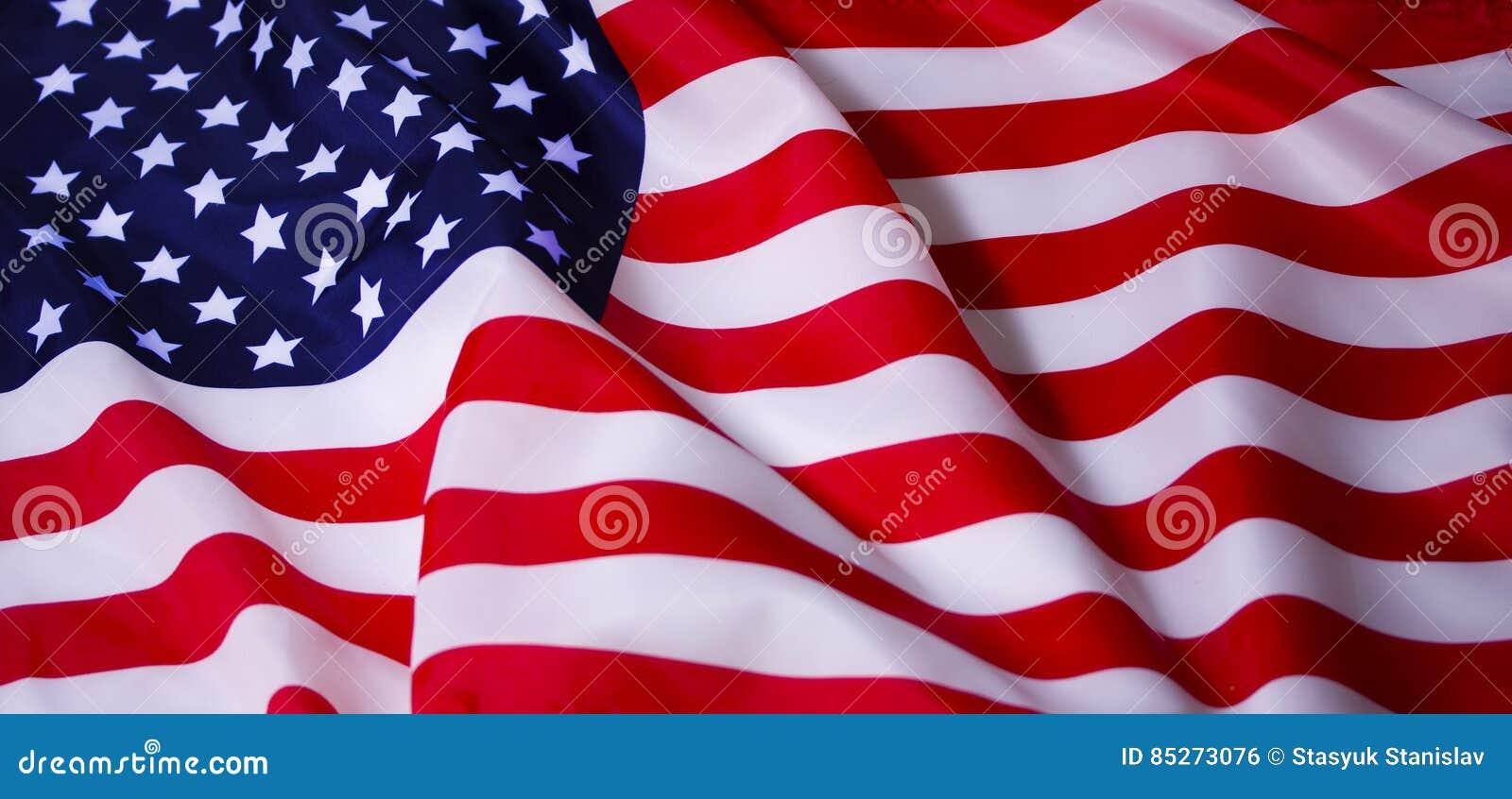 Wellenartig bewegende amerikanische Flagge