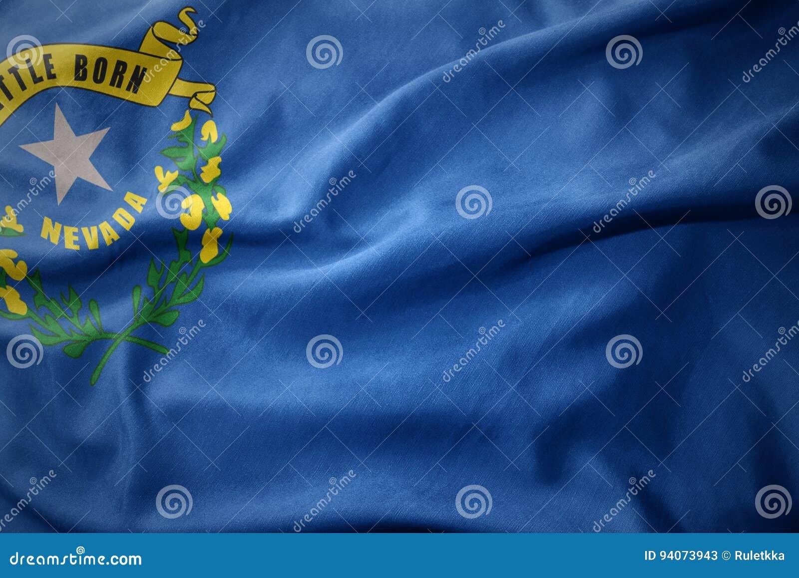 Wellenartig bewegende bunte Flagge von Nevada-Staat