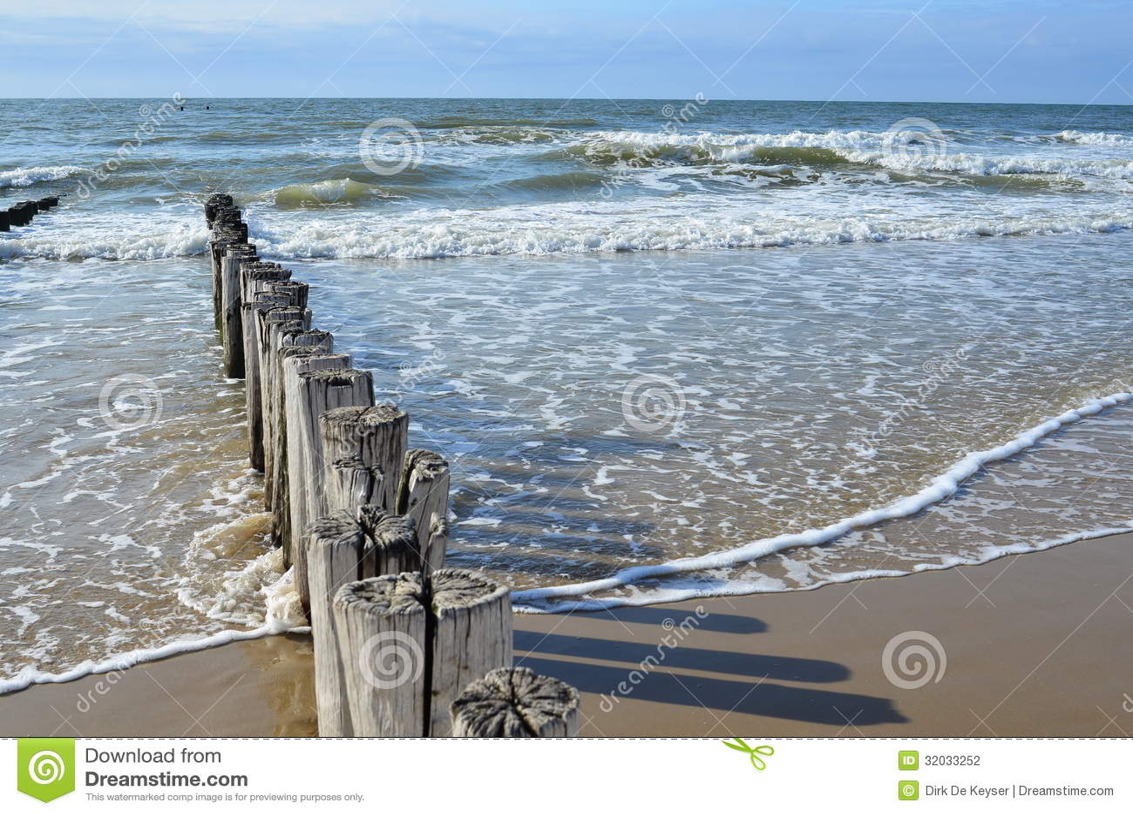 wellenbrecher auf dem strand in der nordsee in domburg holland stockfotografie bild 32033252. Black Bedroom Furniture Sets. Home Design Ideas