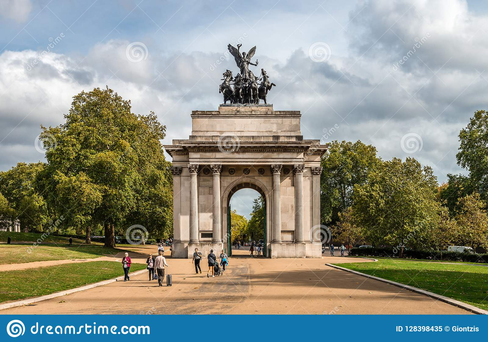 a0d1e07e0ab The Wellington Arch In Hyde Park Corner. Editorial Image - Image of ...