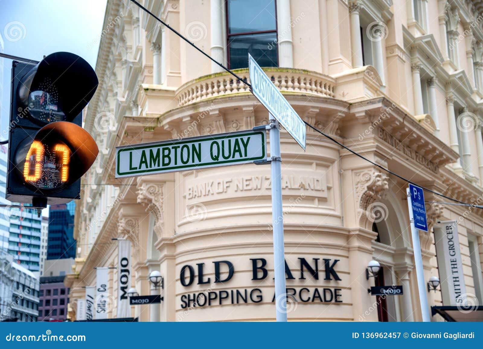 WELLINGTON, NOUVELLE-ZÉLANDE - 5 septembre 2018 : Plaque de rue de quai de Lambton sur le bord de mer de ville Wellington attire