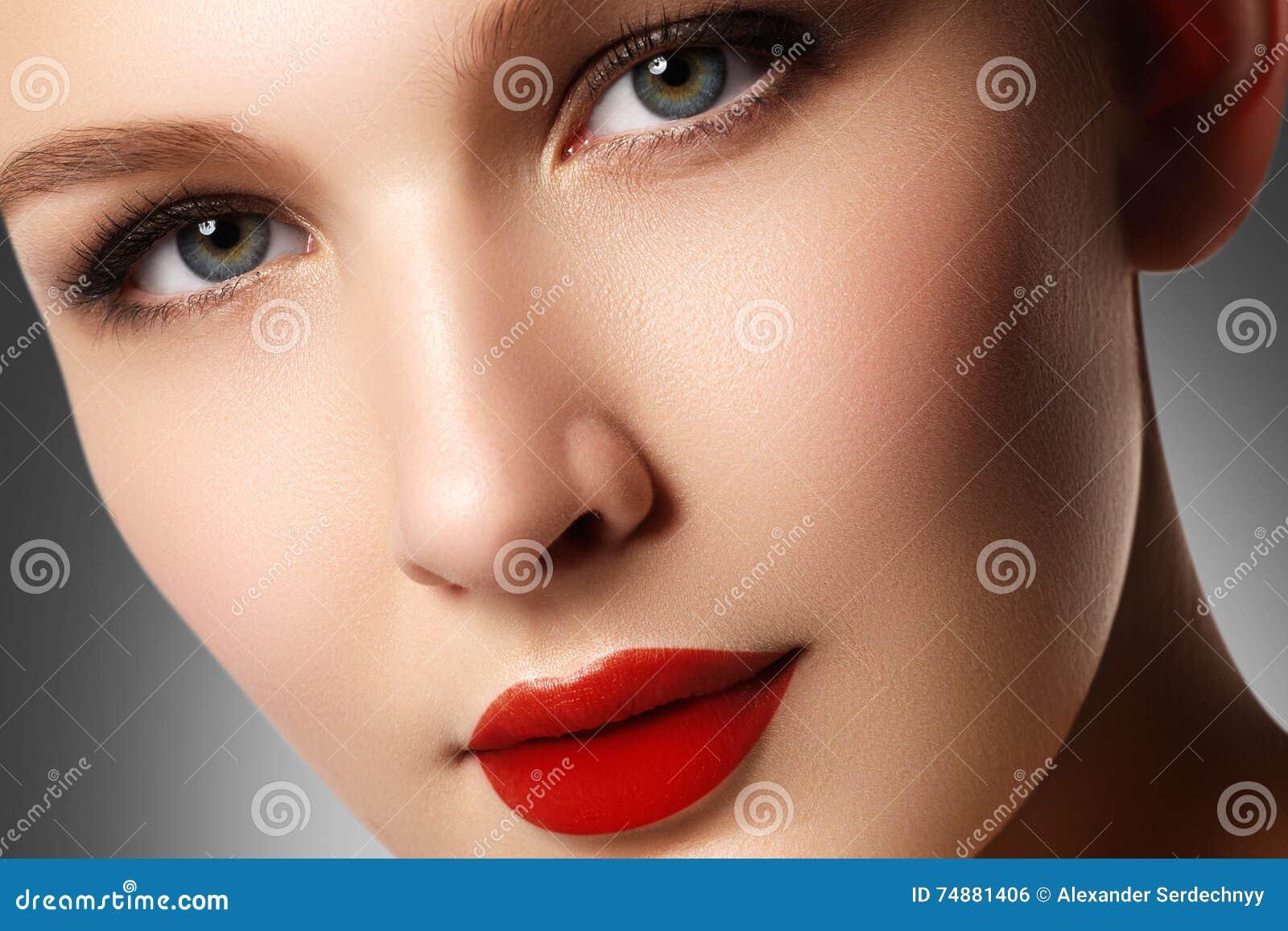 Wellness, cosméticos e estilo retro chique Retrato do close-up de s