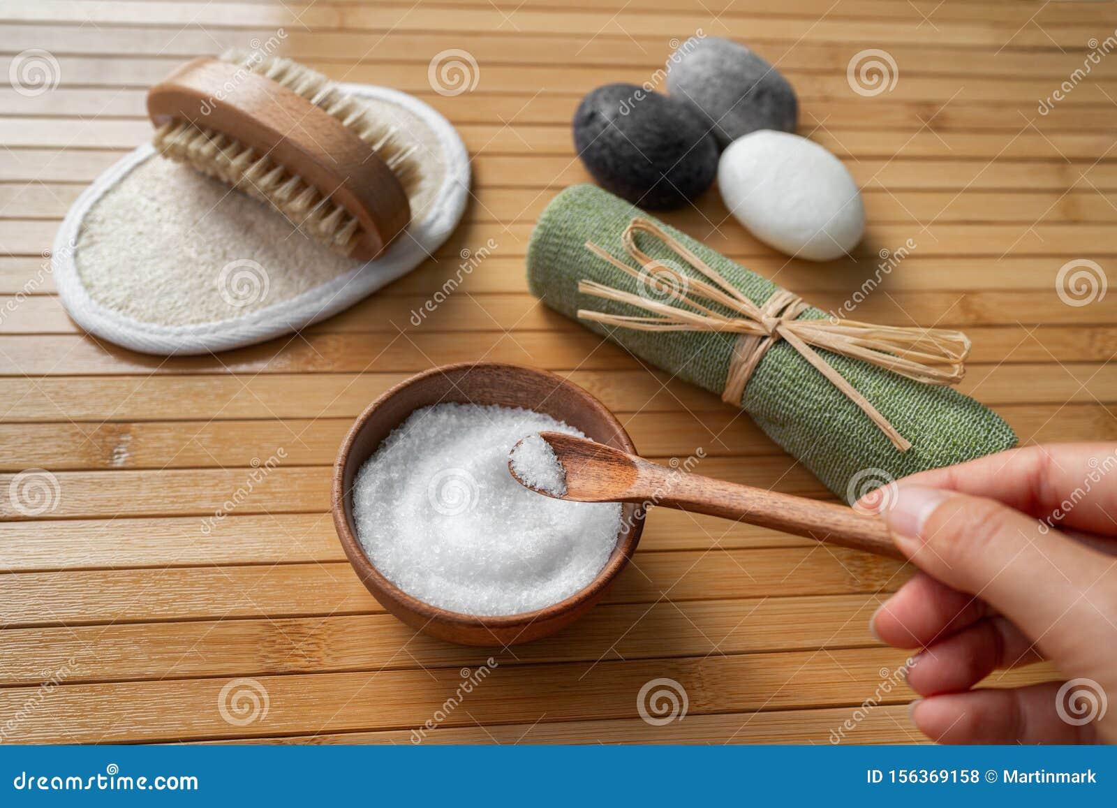 epsom salt bath water turns brown