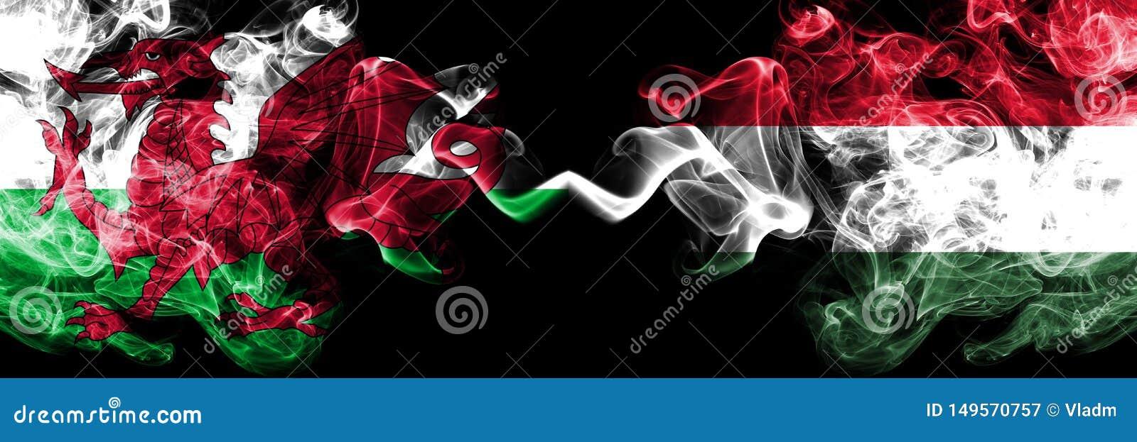 Wels Wales, Hongarije, Hongaarse de concurrentie dik kleurrijke rokerige vlaggen De Europese spelen van voetbalkwalificaties