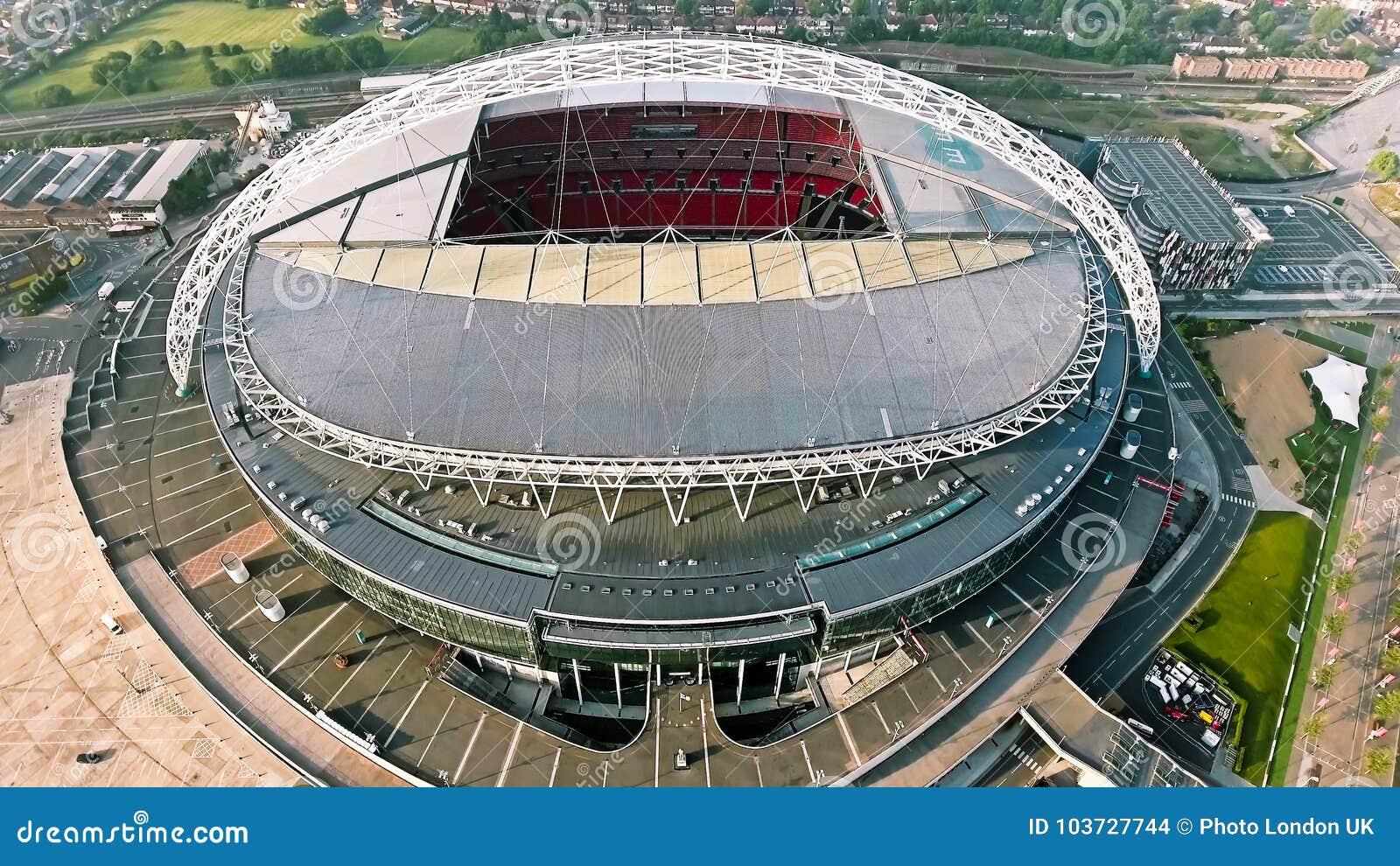 Wembley Stadium In London Vogelperspektive Foto Das Uber Ikonenhafte Fussball Arena Fliegt Redaktionelles Stockbild Bild Von Europa Hintergrund 103727744