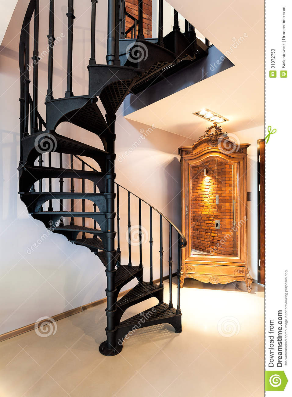 wendeltreppe und eine garderobe stockfotos bild 31872753. Black Bedroom Furniture Sets. Home Design Ideas