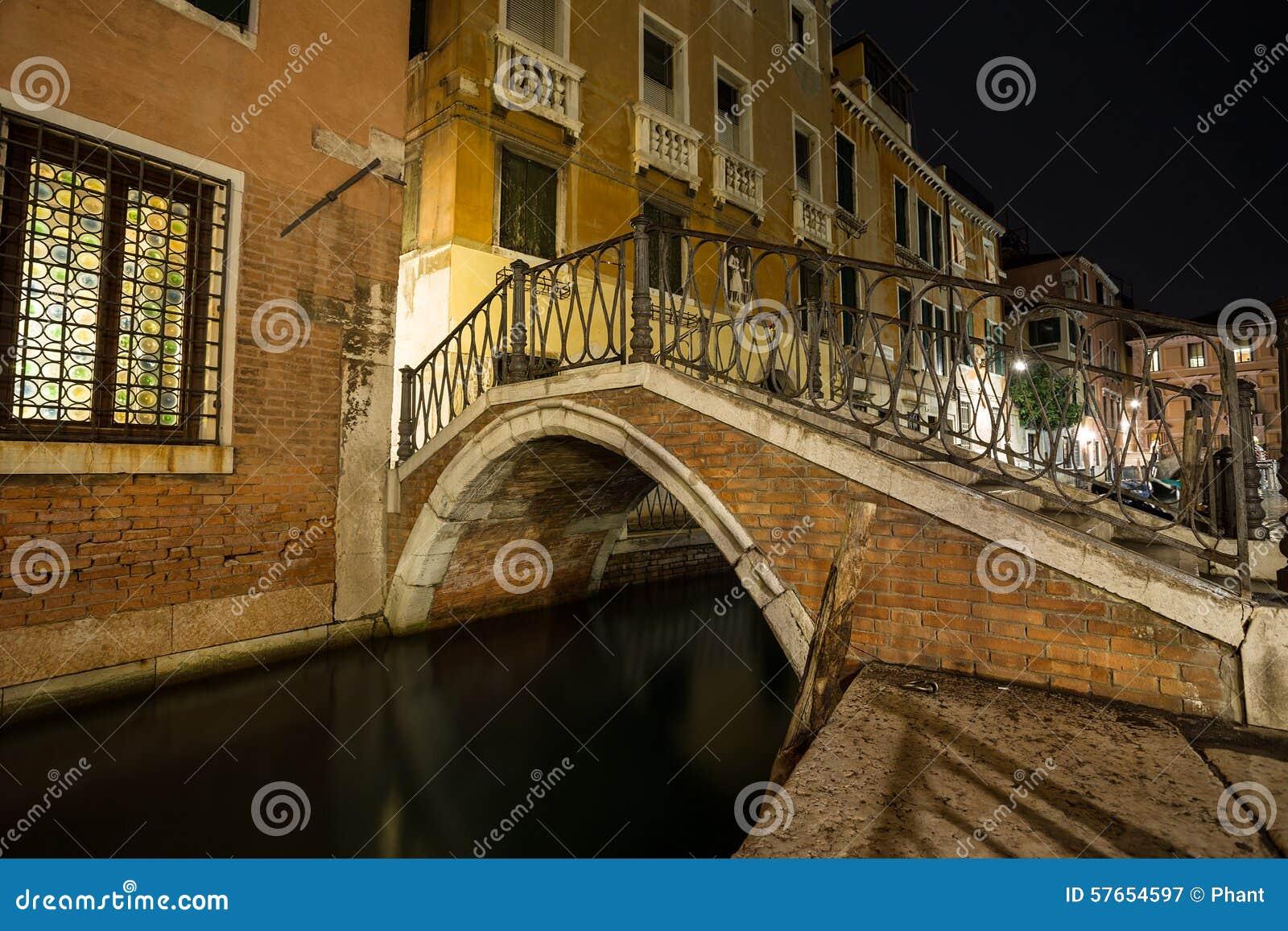 Wenecja aleja przy nocą