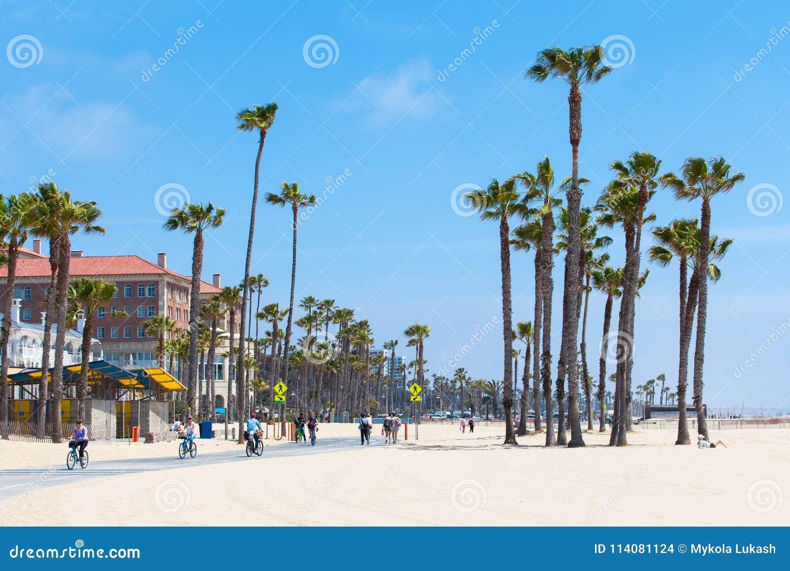 WENECJA plaża STANY ZJEDNOCZONE, MAJ, - 14, 2016: Ludzie cieszy się słonecznego dzień na plaży Wenecja, Los Angeles, Kalifornia,