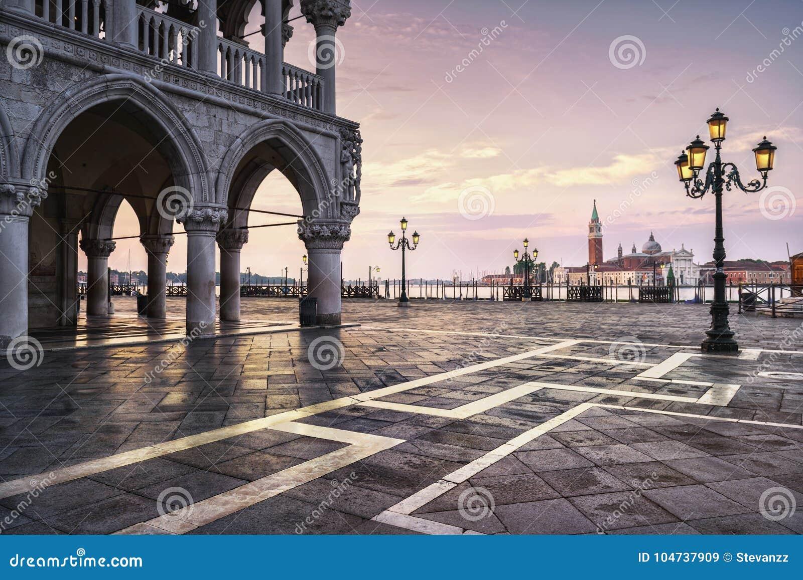 Wenecja punkt zwrotny przy świtem, piazza San Marco i San G, doża pałac