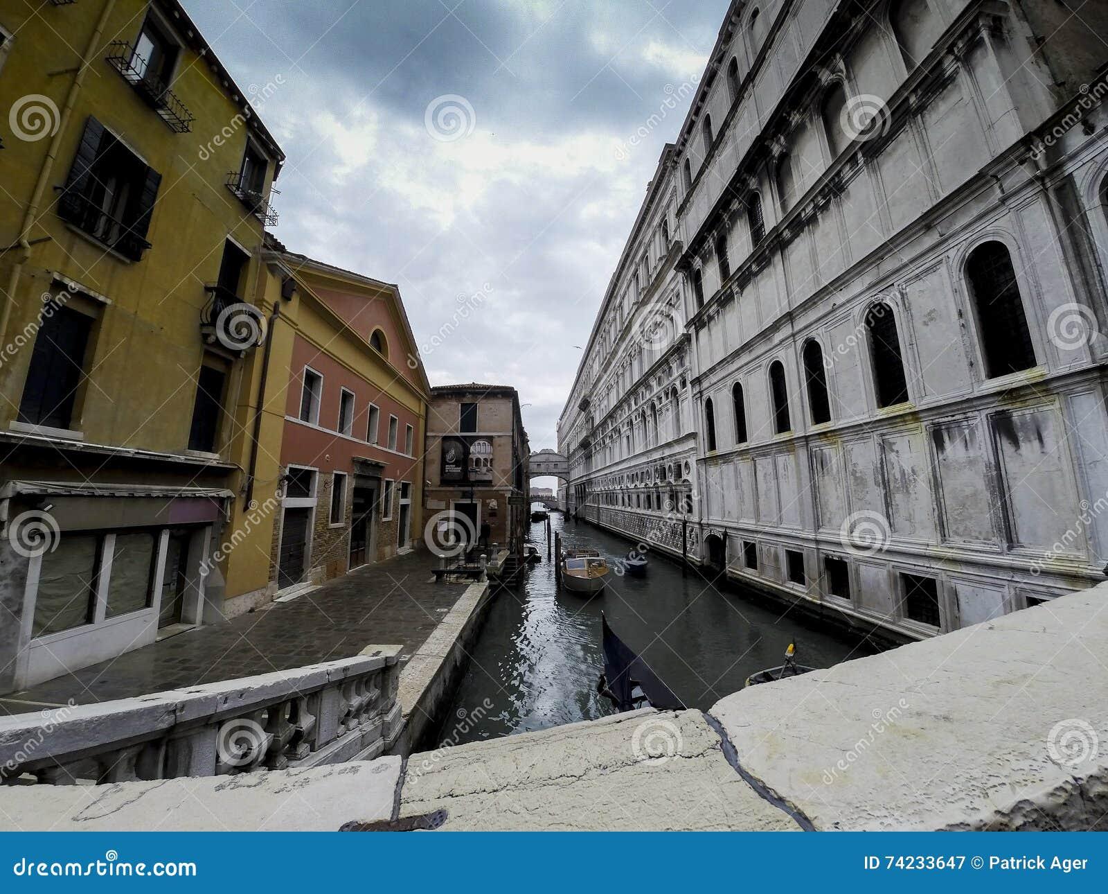 Wenecja w Maja Markotnym niebie