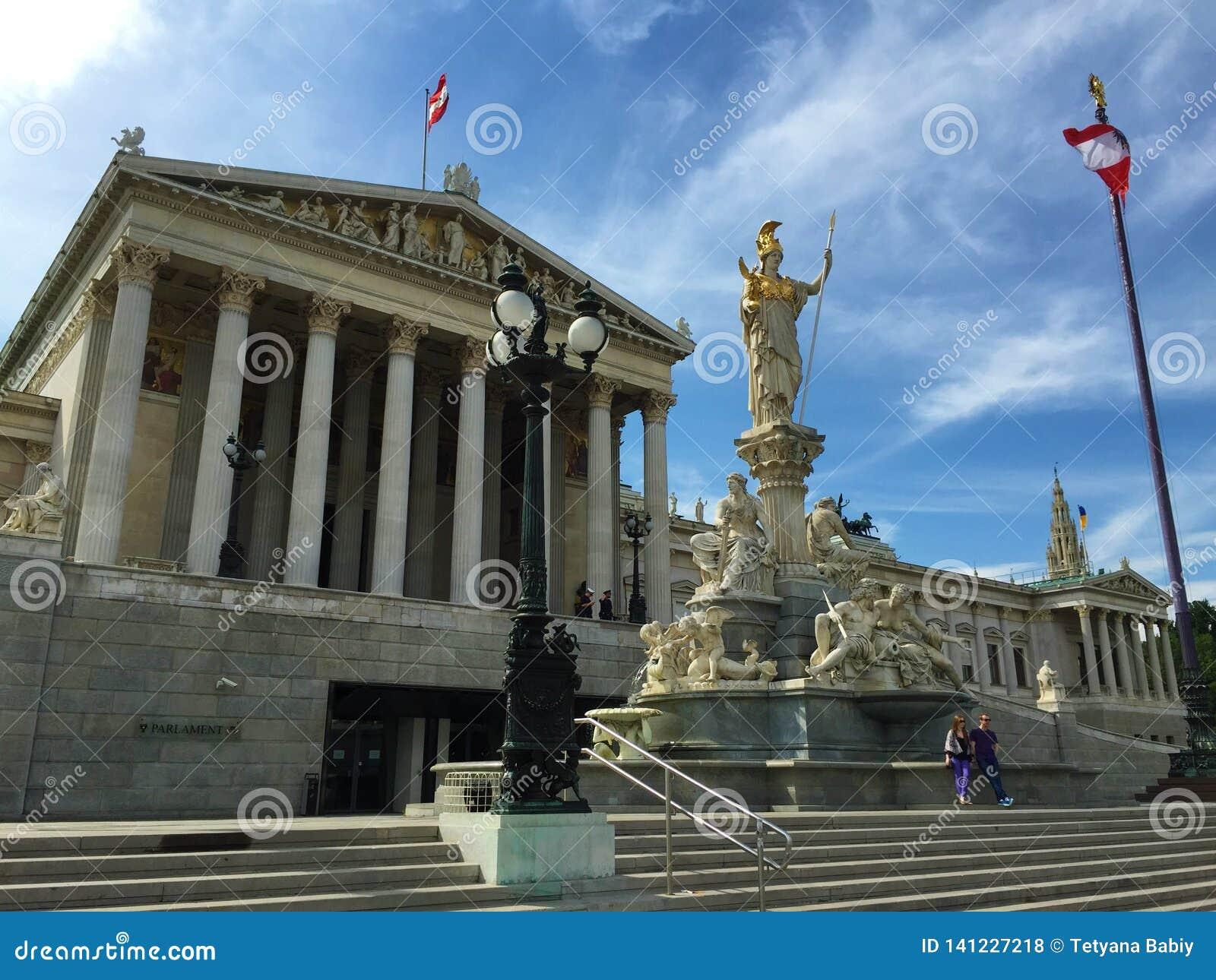 Wenen - één van de meest bezochte steden van Europa - het parlement, standbeeldpallas Athena, goddes