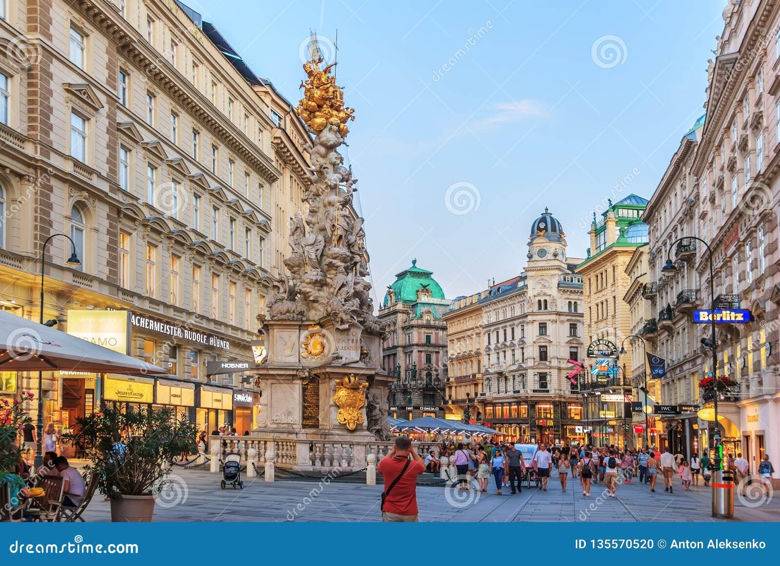 Wenen, Oostenrijk - 19 Augustus, 2018: Graben, een beroemde straat in a