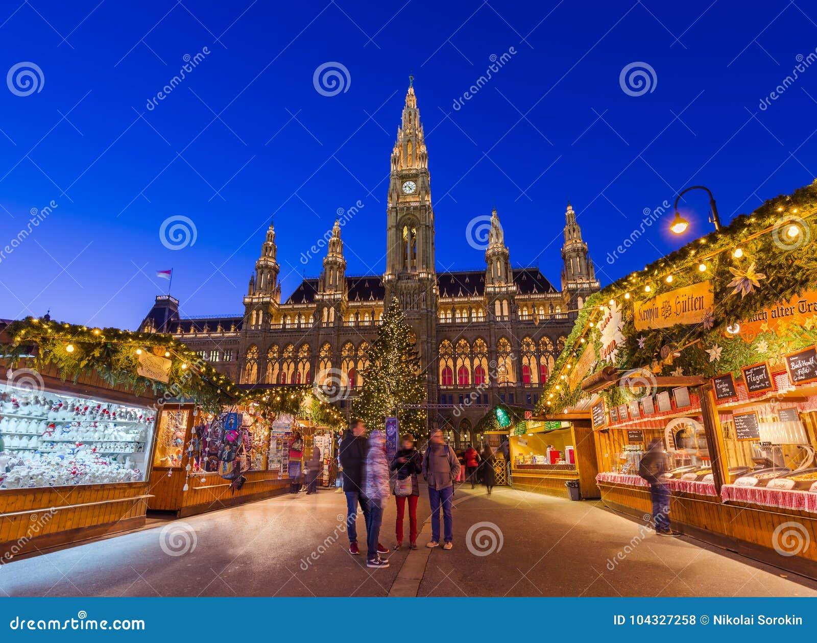 WENEN, OOSTENRIJK - DECEMBER 29, 2016: Kerstmismarkt dichtbij Stad