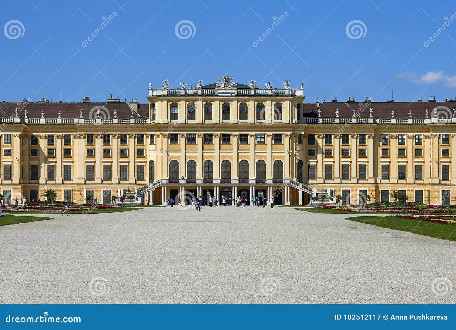 Wenen, Oostenrijk - 14 Juni, 2017: Schonbrunnpaleis en tuinen De vroegere keizer de zomerwoonplaats Het paleis is één van mos