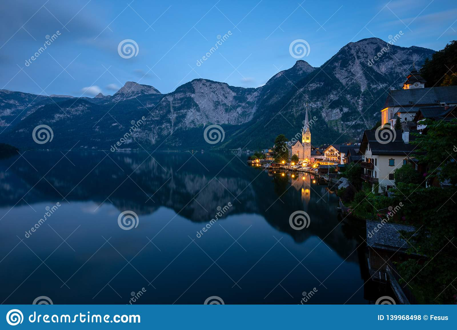 Wenig berühmtes Dorf Hallstatt, Österreich
