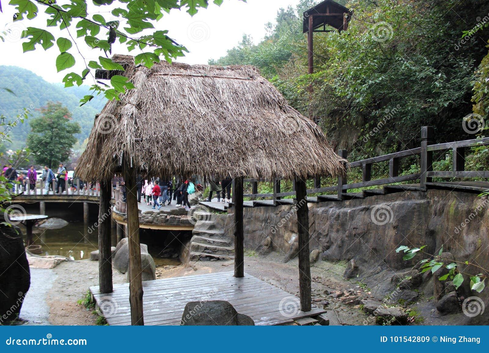 Wenig decken Pavillon mit Stroh
