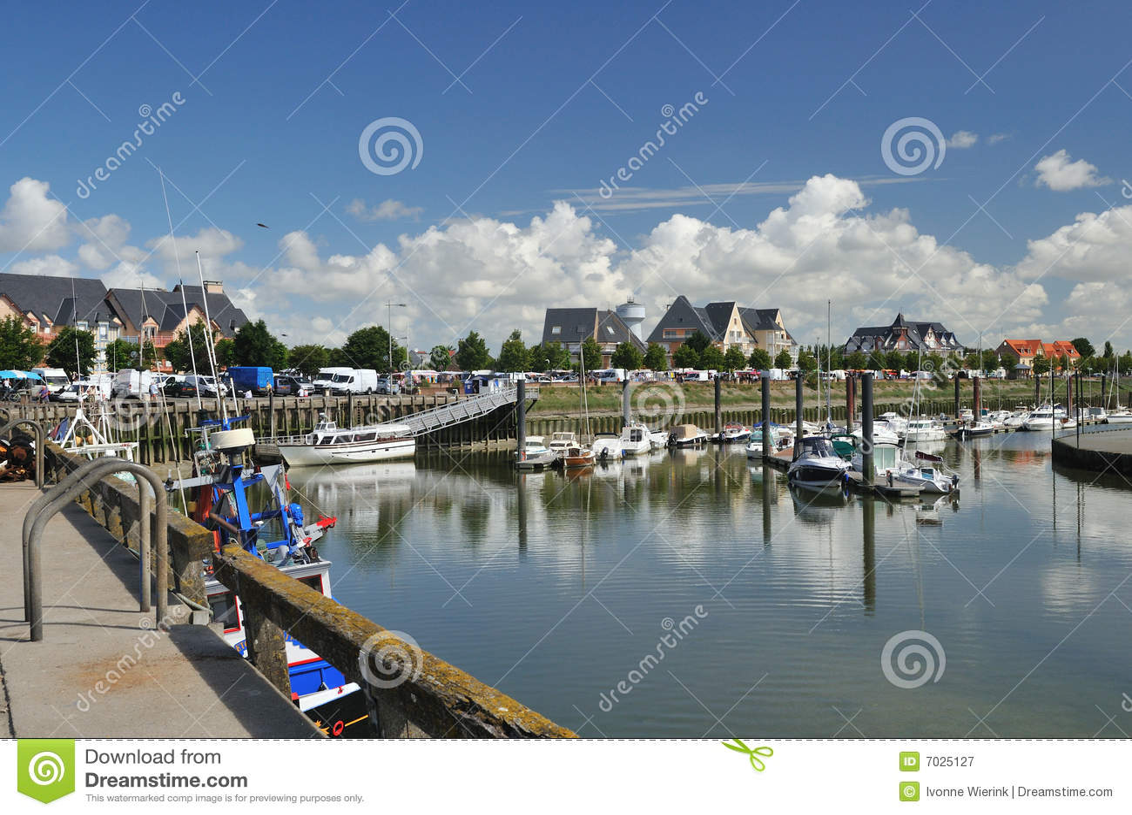 Wenig Hafen in Normandie