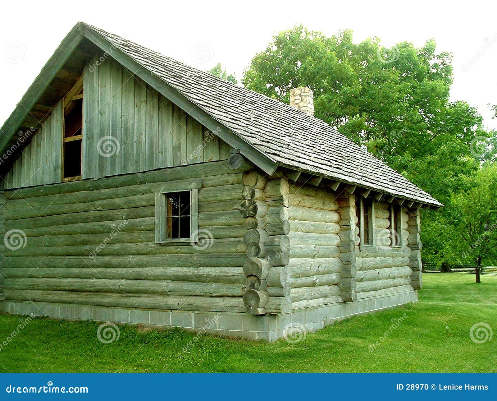 Wenig Haus auf dem Grasland