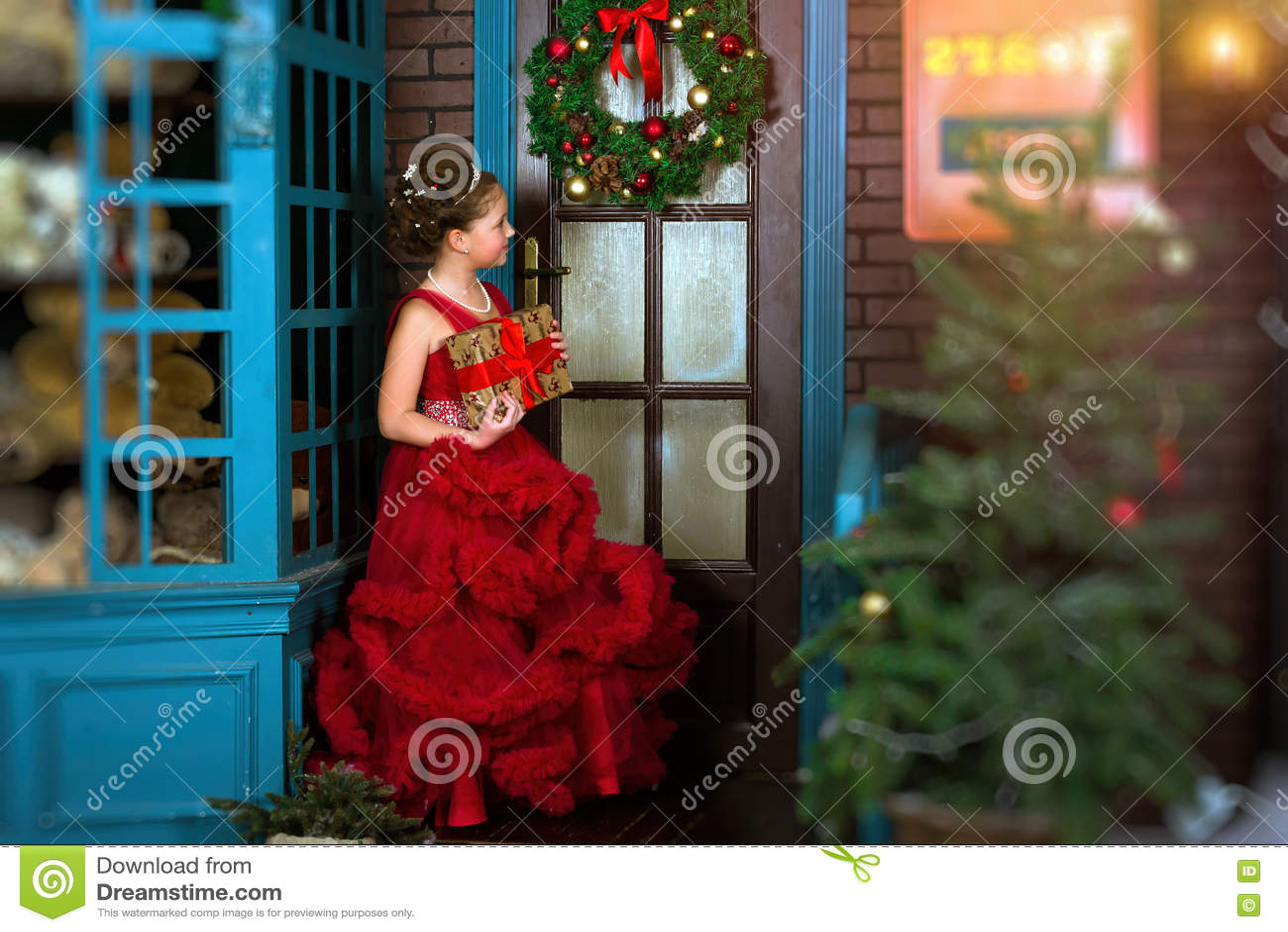 Wenig Winter Prinzessin Begrüßt Neues Jahr Und Weihnachten Stockfoto ...