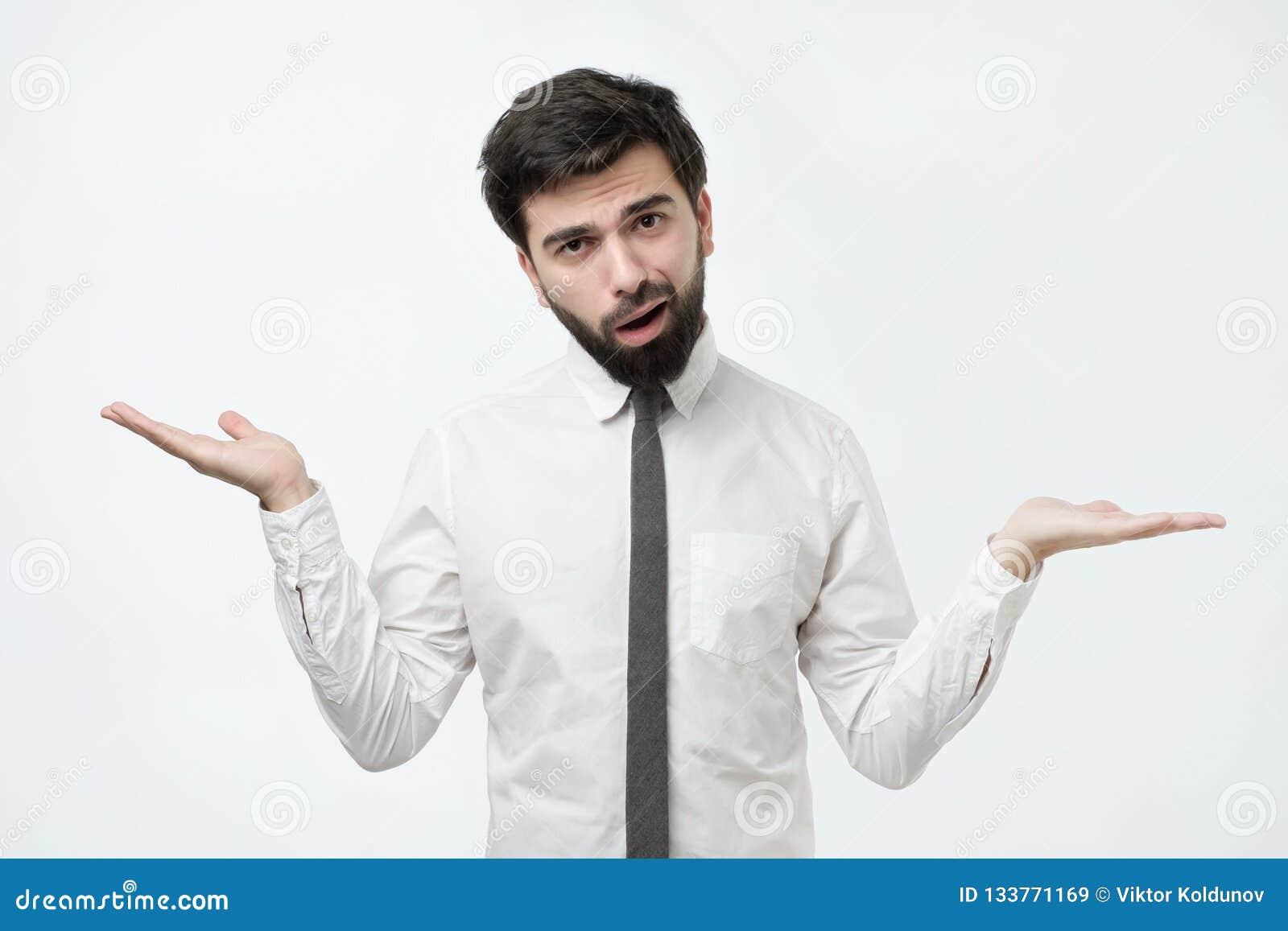 Wer weiß und es war nicht ich Konzept Verwirrter kahler kaukasischer Mann ist nicht in seinem Zeugnis sicher