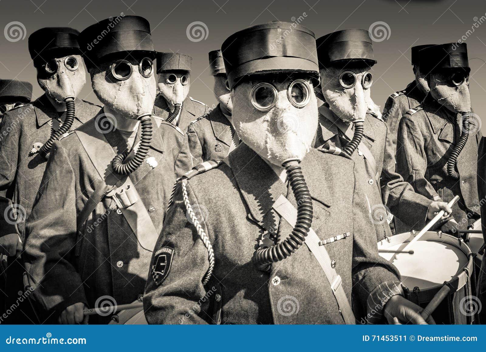 Wereldoorlog 2 het Marcheren Band met Gasmaskers
