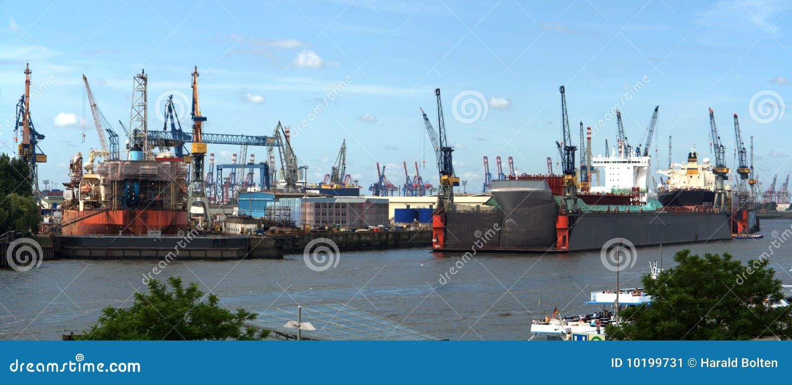 Werft im Hamburg-Hafen
