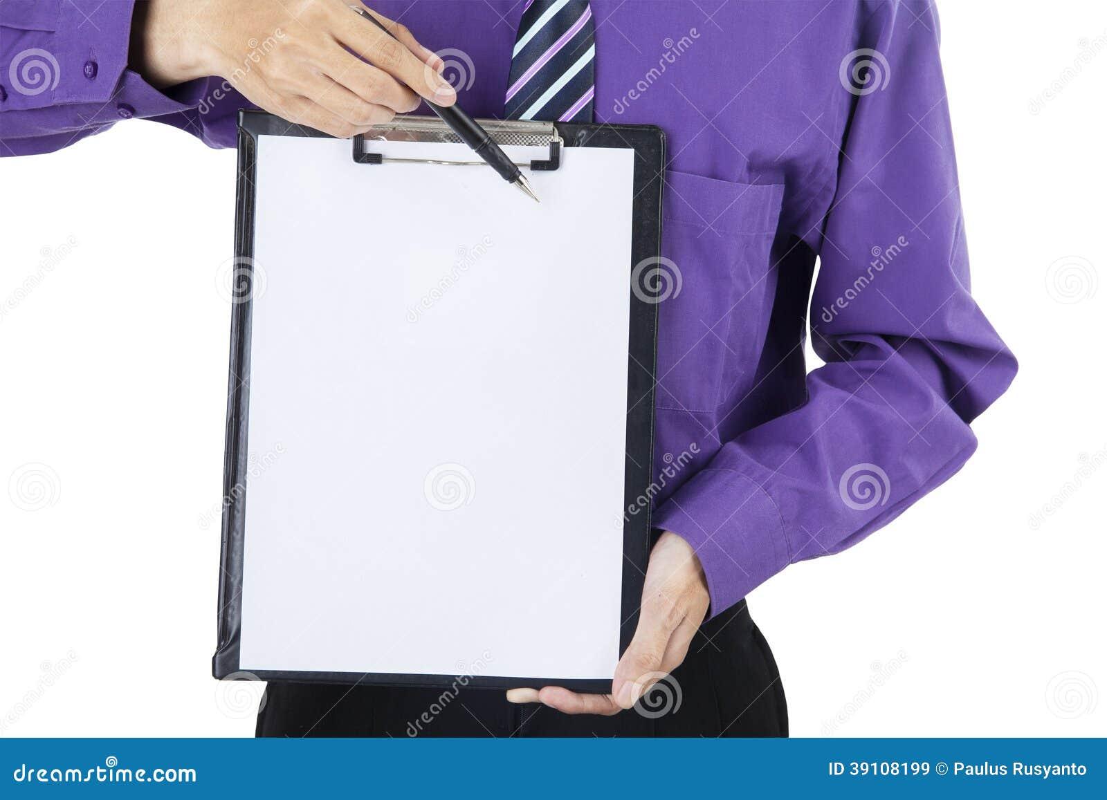 Werknemer die aan exemplaarruimte richten