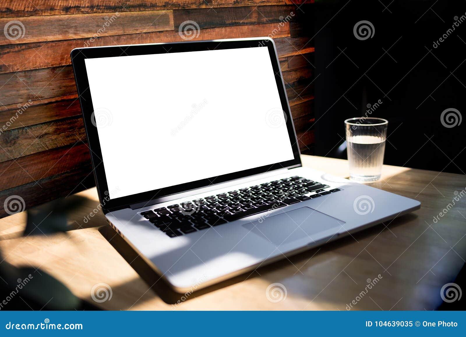 Download Werkruimte Nieuw Project Als Achtergrond Op Laptop Computer Met Leeg C Stock Afbeelding - Afbeelding bestaande uit monitor, retro: 104639035