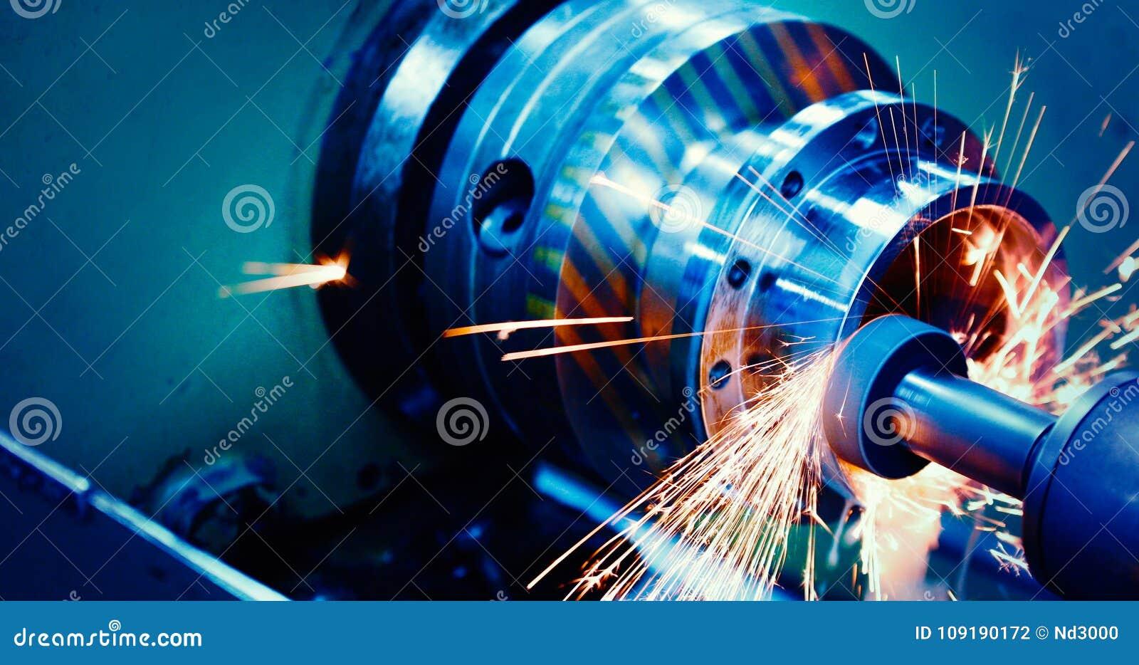 Werktuigmachine in metaalfabriek met het boren van cnc machines