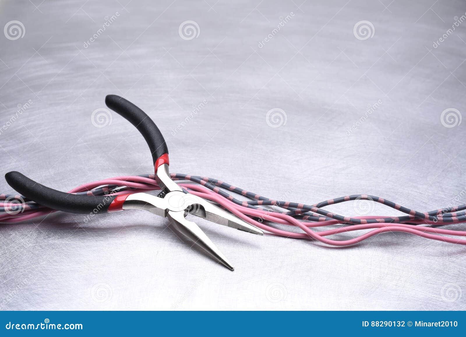 Werkzeug Und Kabel Für Elektrische Installation Stockfoto - Bild von ...