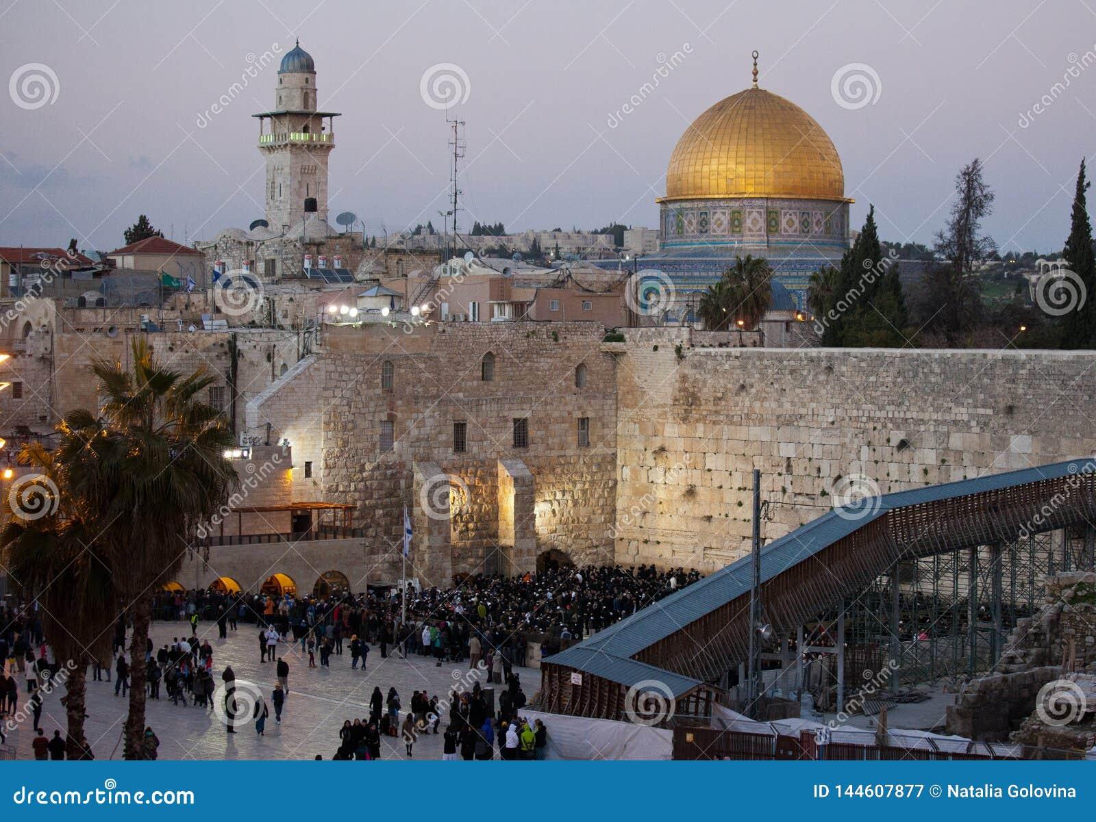 Westelijke Muur en gouden Koepel van de Rots bij zonsondergang, de Oude Stad van Jeruzalem, Isra?l