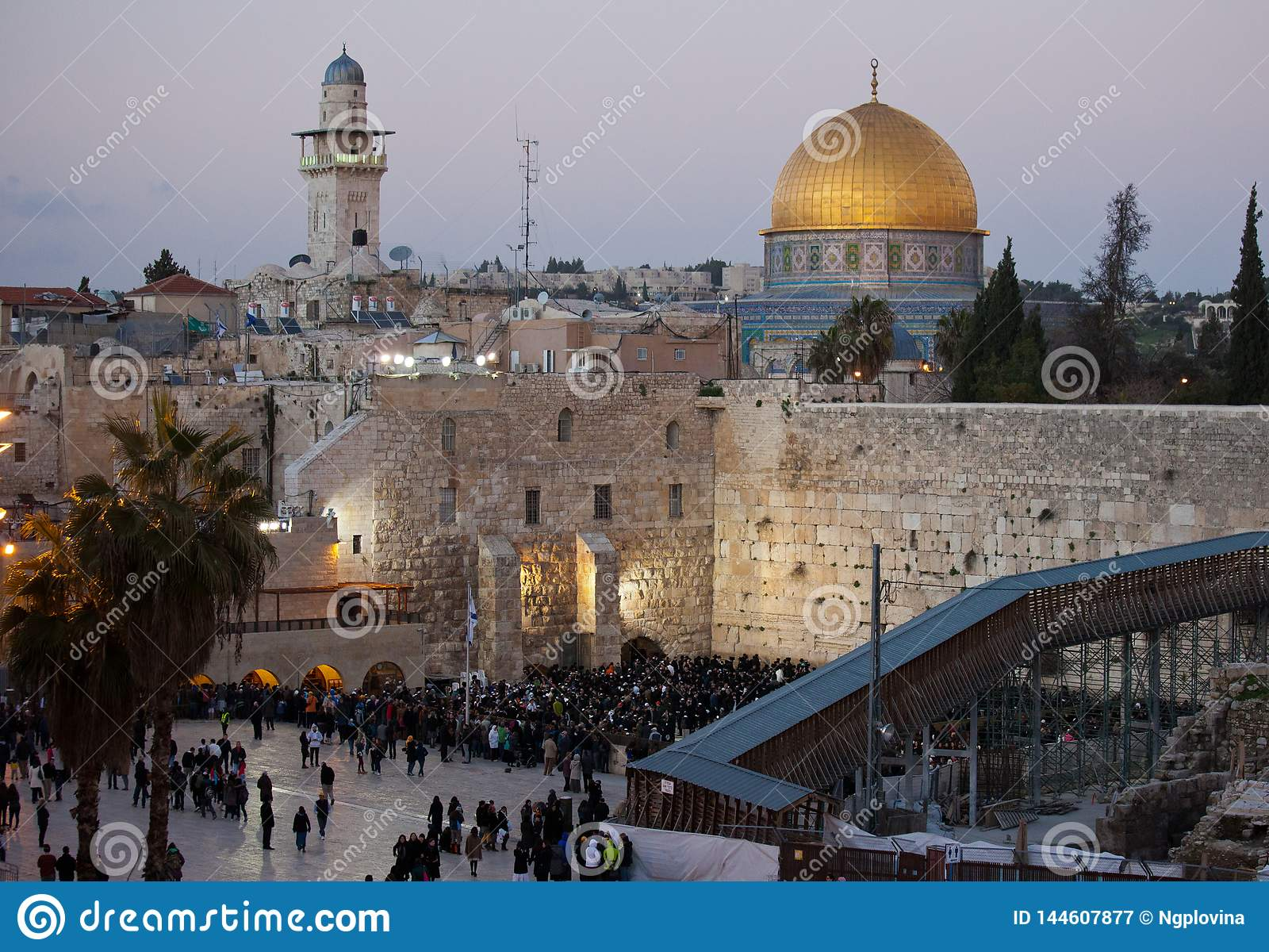 Western ?cienna i z?ota kopu?a ska?a przy zmierzchem, Jerozolimski Stary miasto, Izrael