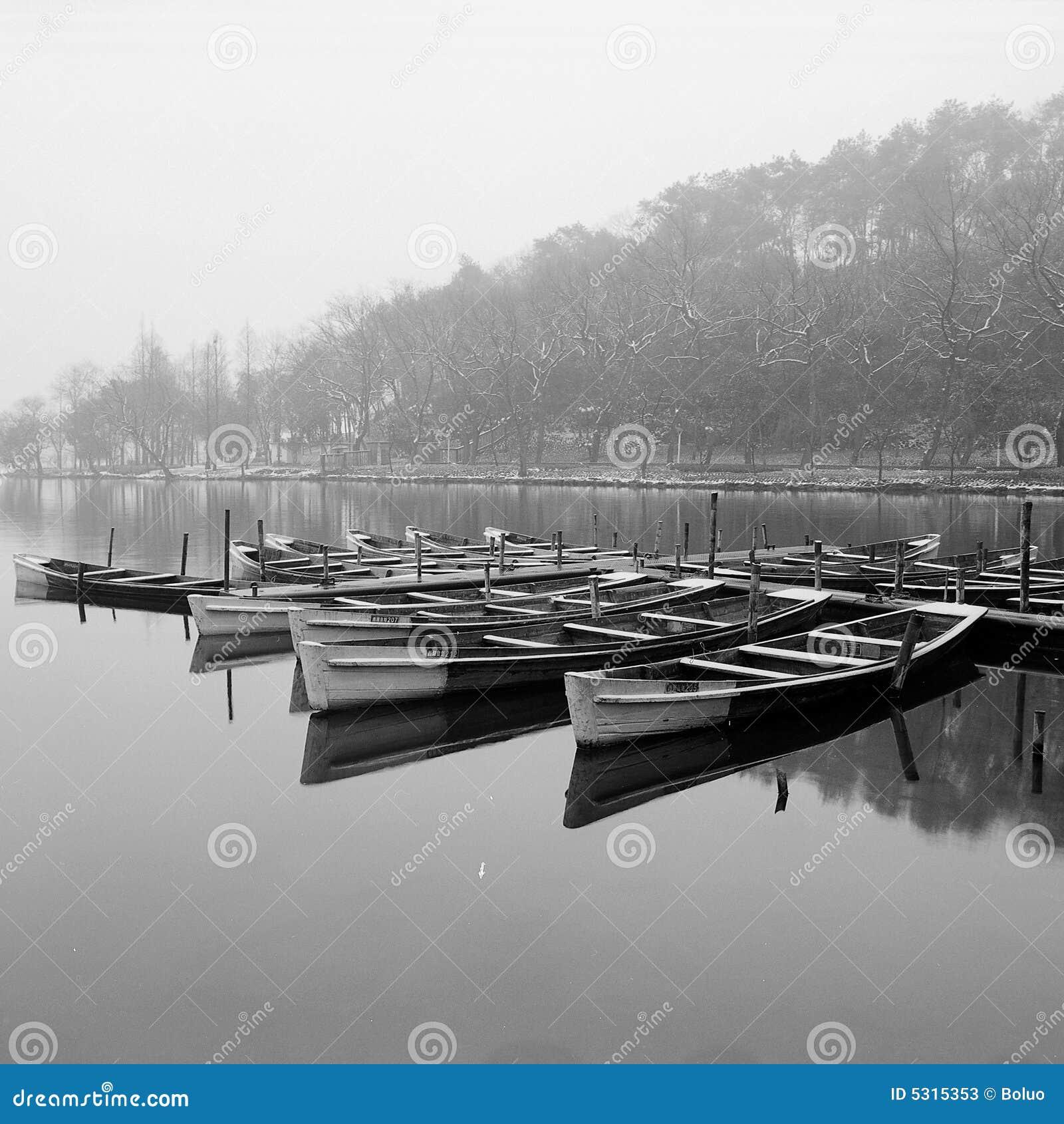 Download WestLake immagine stock. Immagine di bianco, china, barca - 5315353