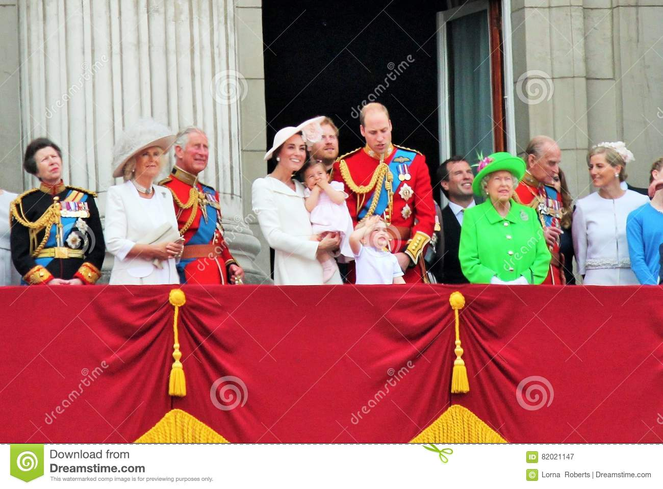 Queen Elizabeth, Prince harry George, Princess Charlotte, William, Philip, kate middleton, Camilla Buckingham palace