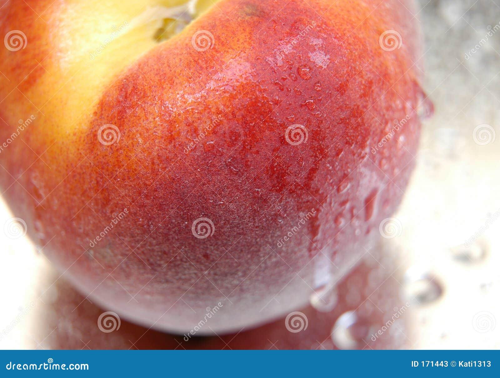 Wet peach V