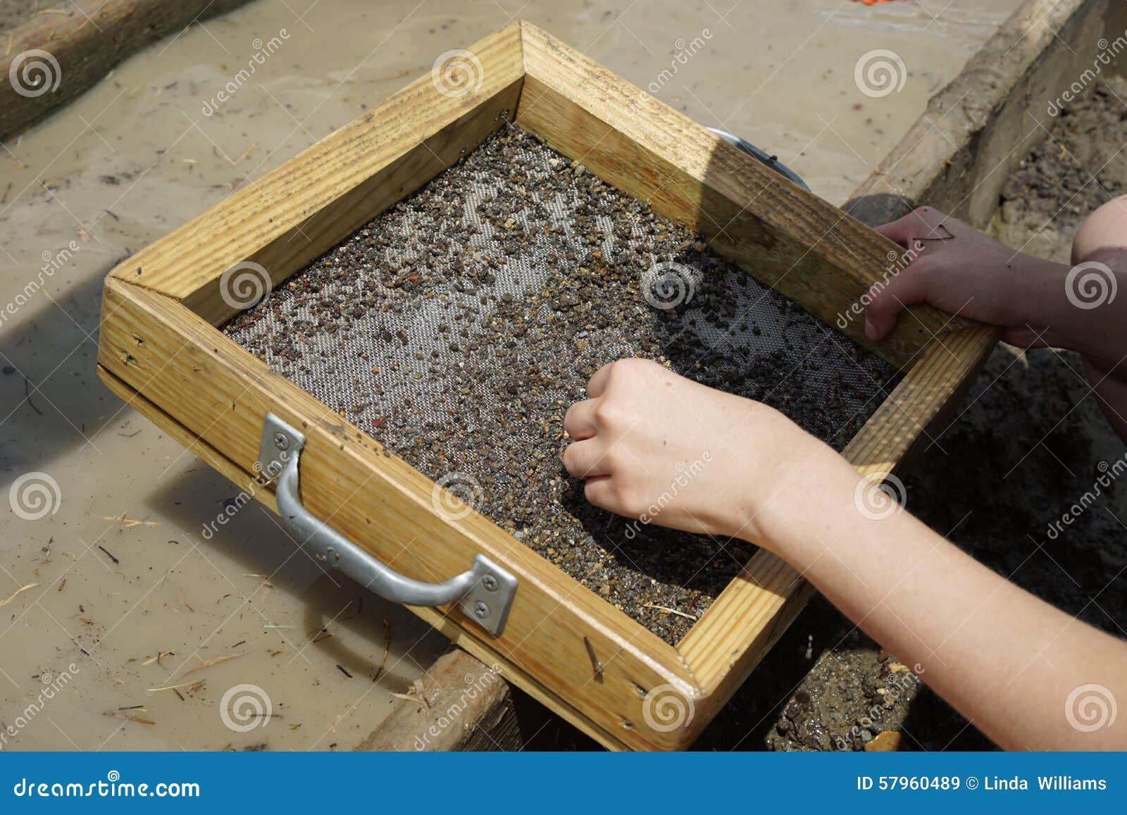 Wet sieving for diamonds