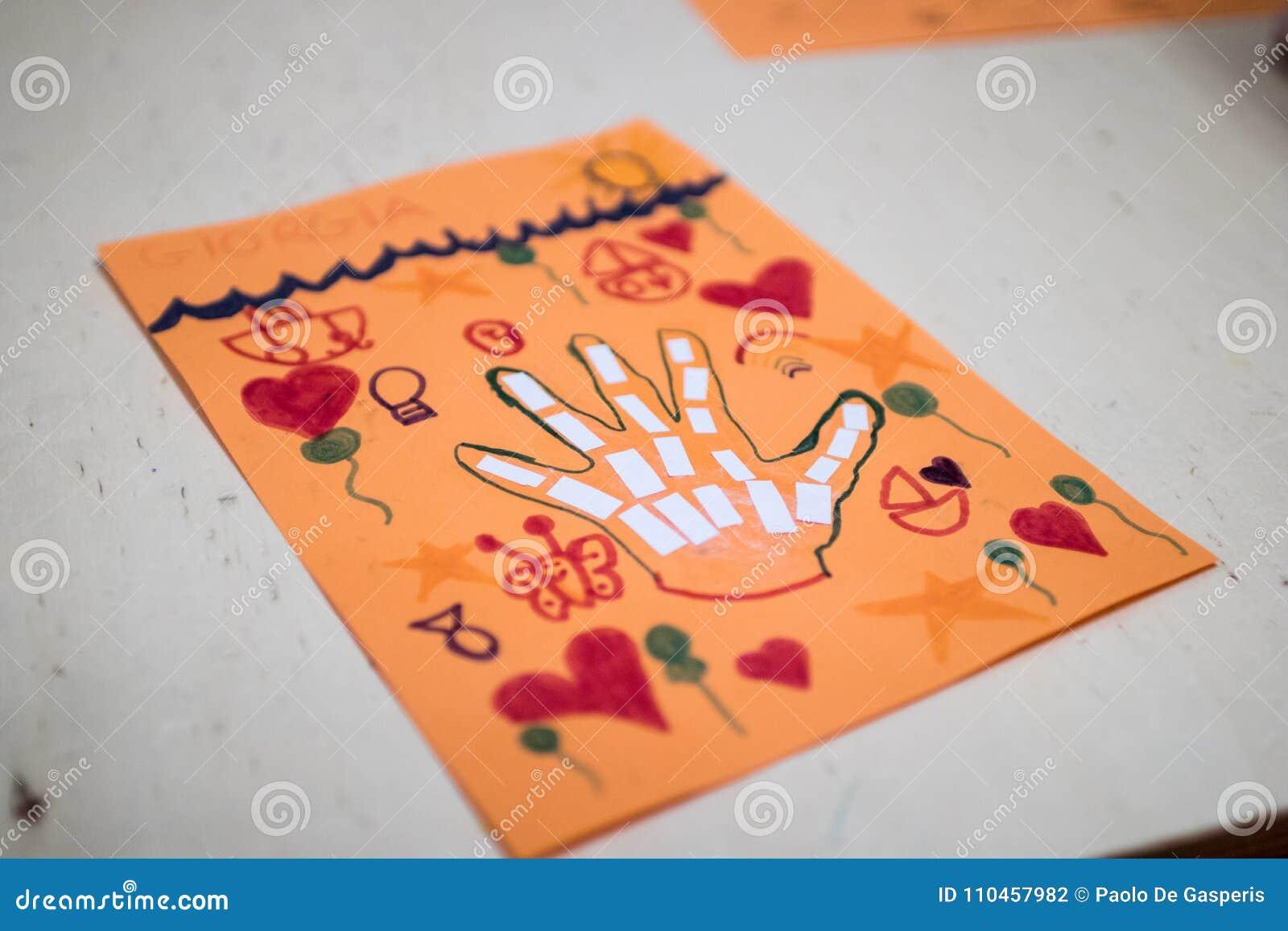 Wetenschappelijke activiteit voor kinderen, tekening en collage van bon