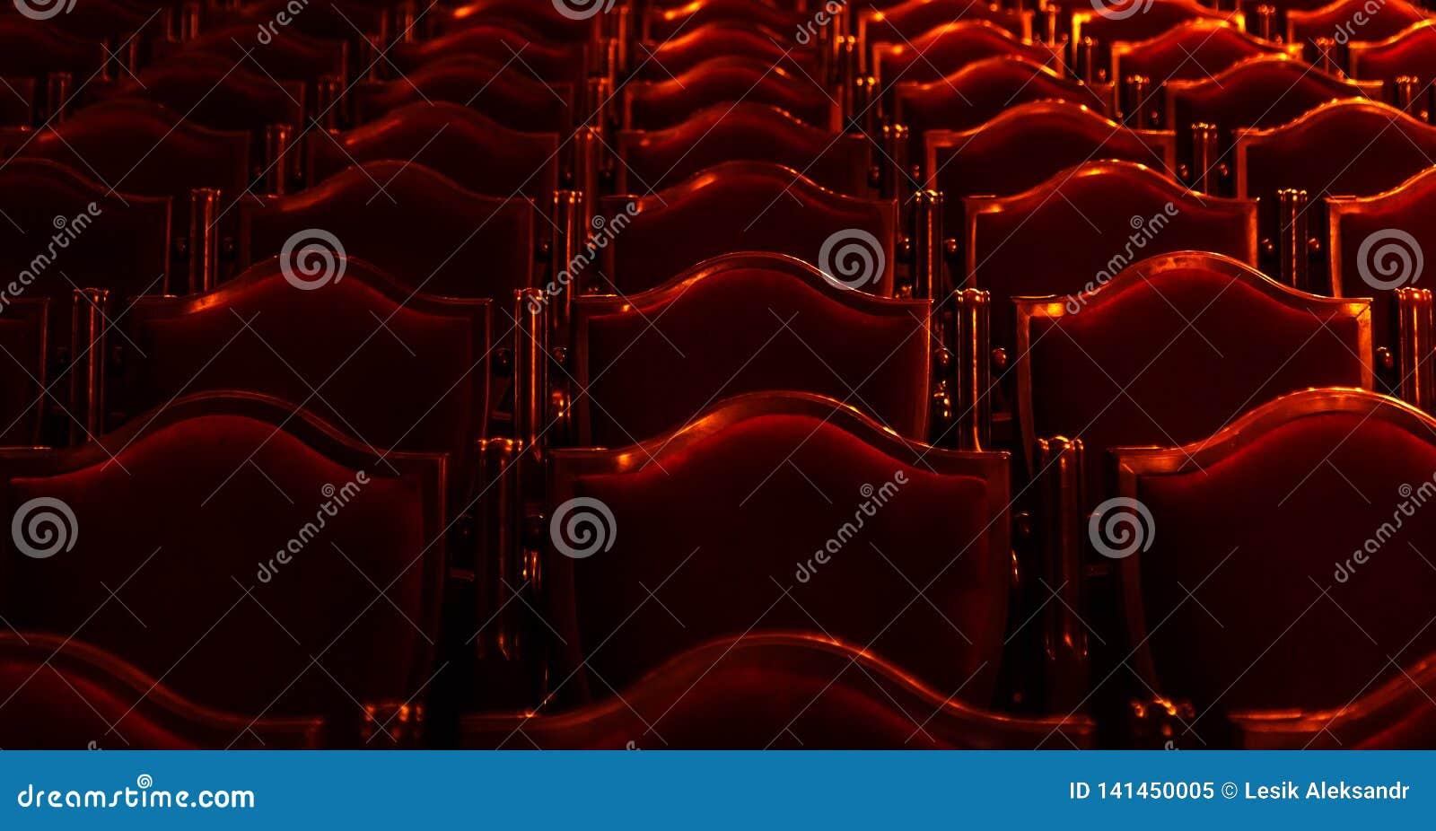 Wewnętrzna teatr sztuka Widownia z pustymi miękkimi karłami opera i Baletniczy teatr czekać na widowni Pusty wnętrze