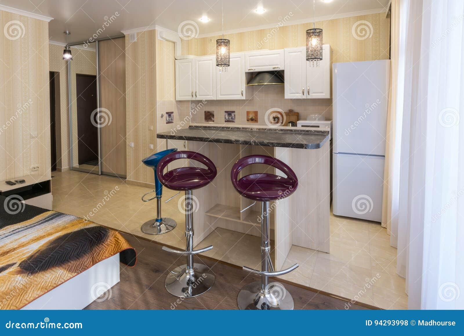 Wewnętrzni Pracowniani Mieszkania Widok Kuchnia I Bar