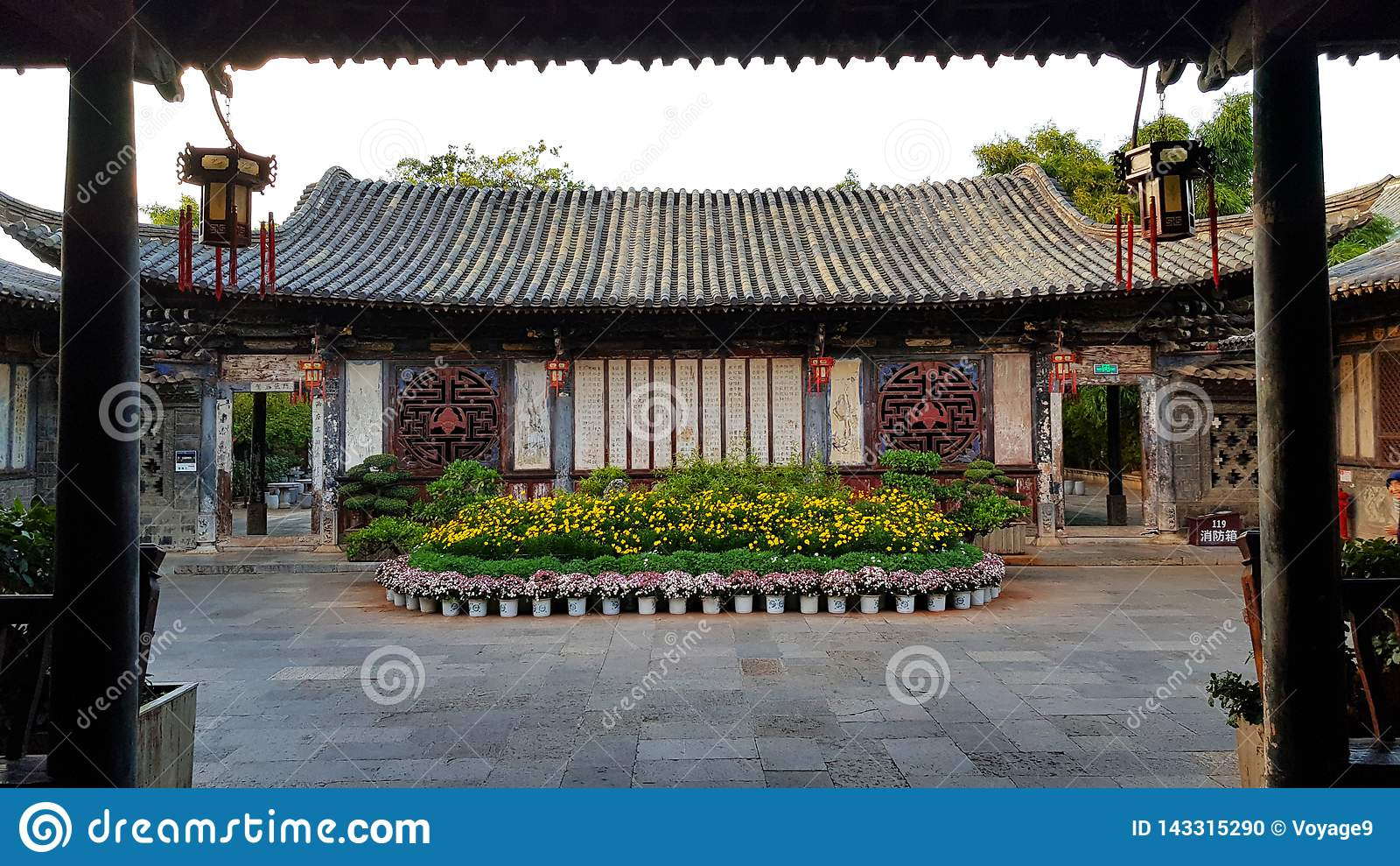 Wewnętrzny podwórze w typowej Chińskiej szlachetnej siedzibie Zhu rodzina, Jianshui, Yunnan, Chiny