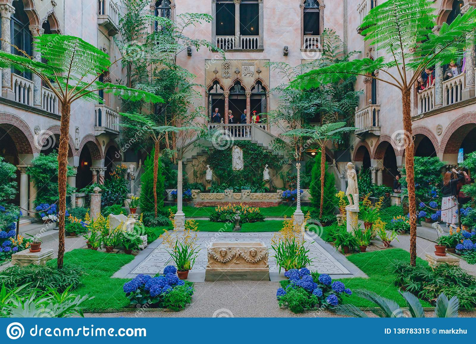 Wewnętrzny widok wewnętrzny ogród Isabella Stewart Gardner muzeum w Boston i podwórze