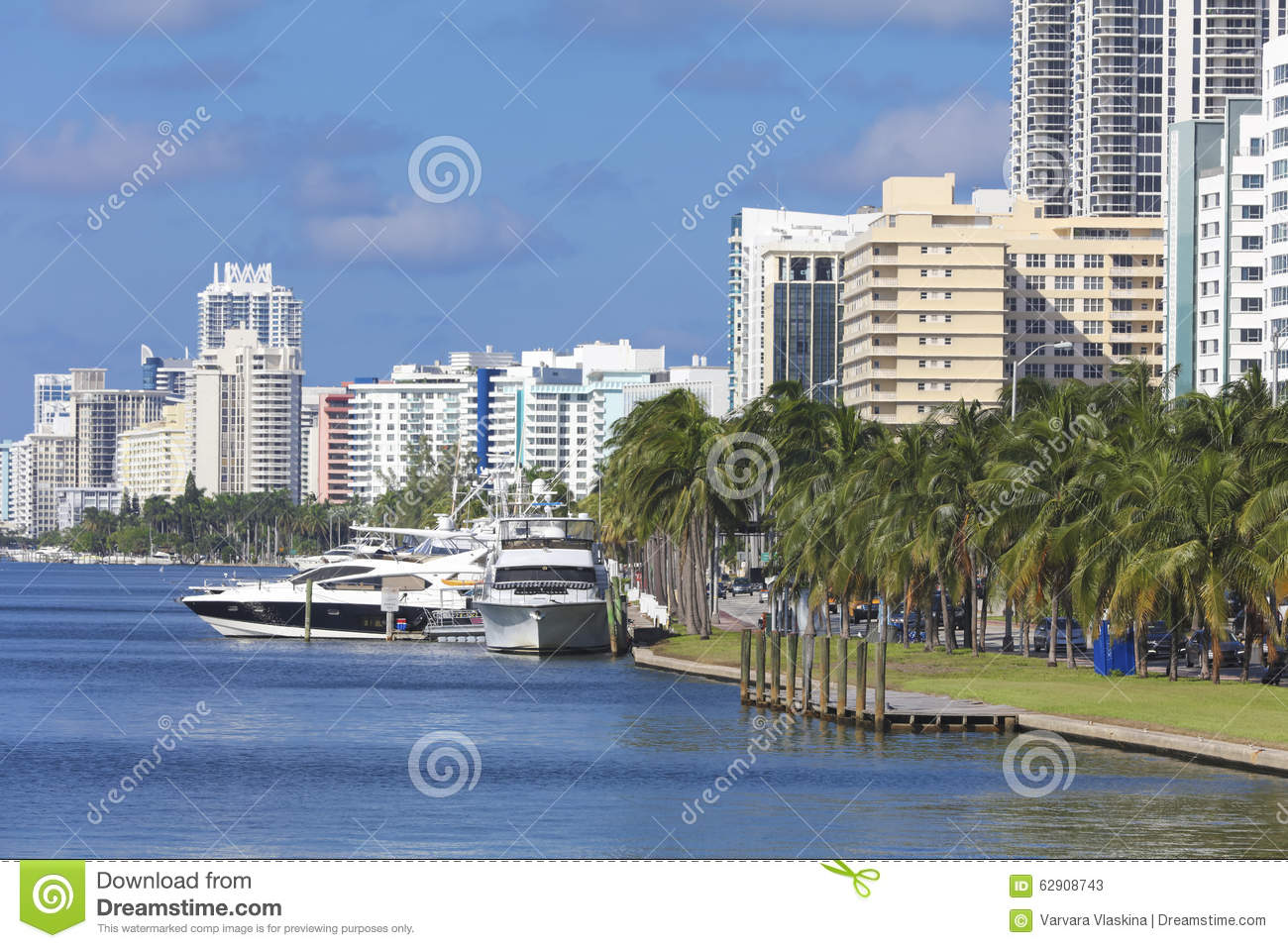 Wharf with yachts at the residentials of Miami Beach, Florida
