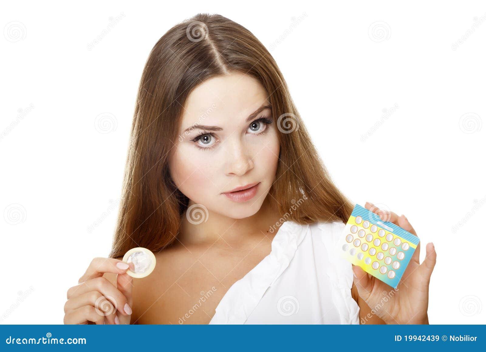 Первый раз кончил в презерватив и сразу был второй раз без презерватива