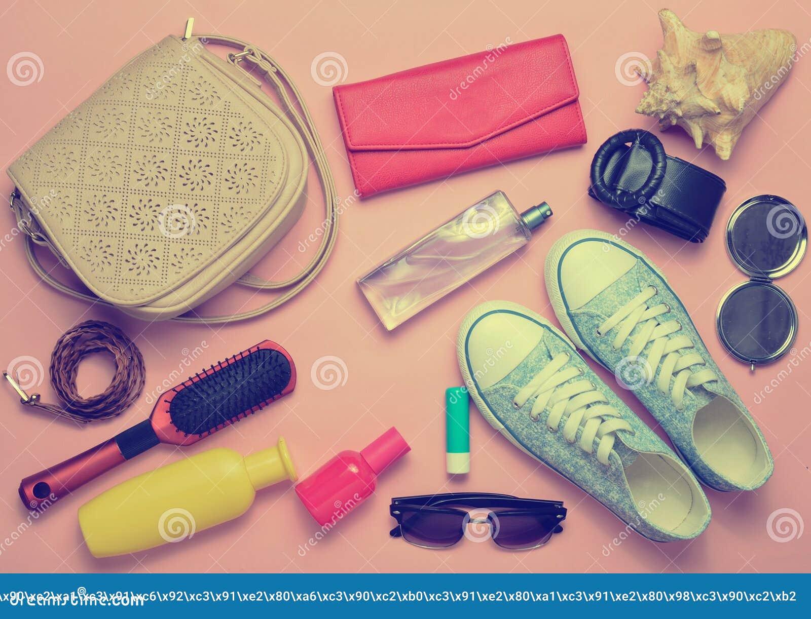 What& x27; s nel women& x27; borsa di s? Andare in viaggio