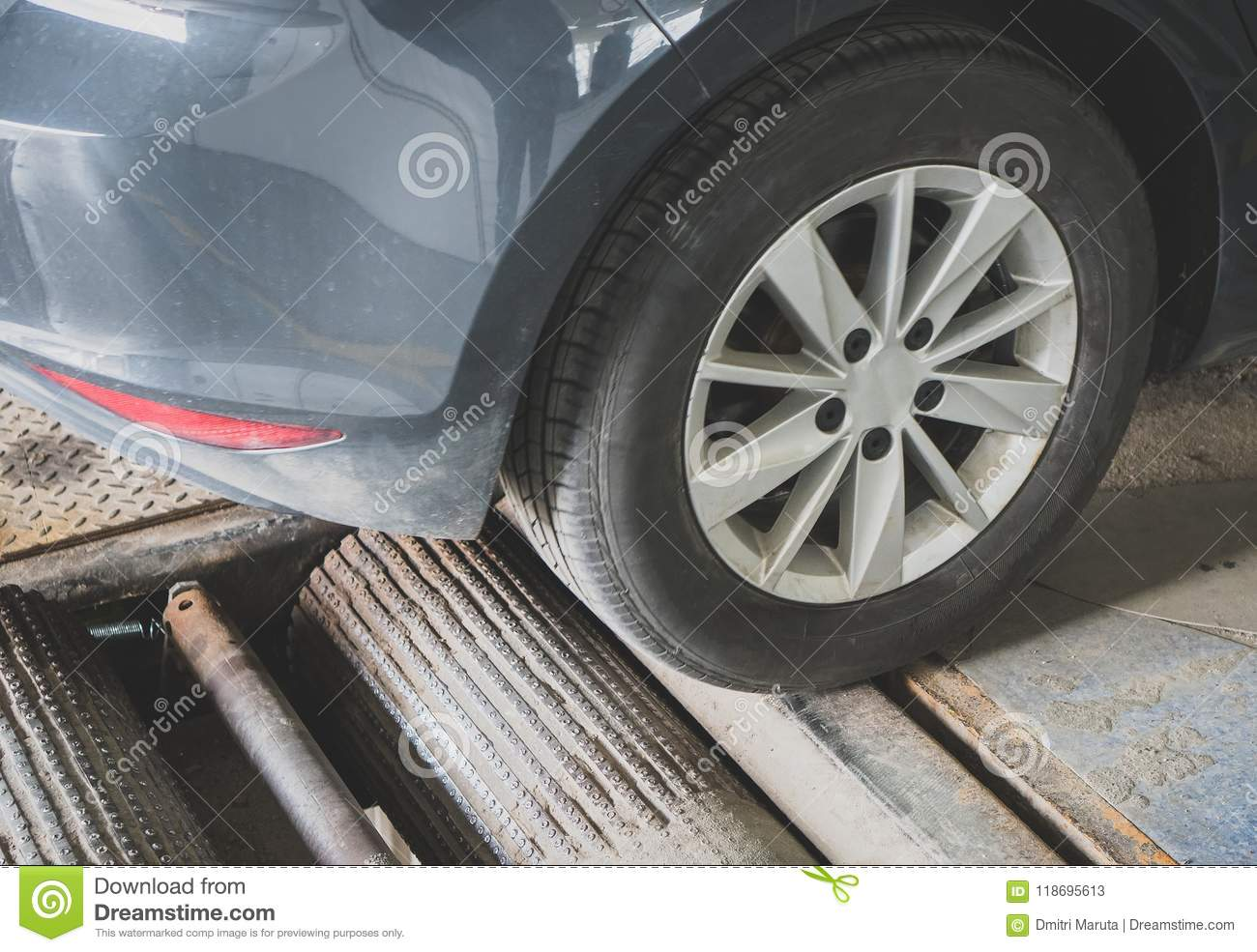 Alignment And Balancing >> Wheel Alignment And Balancing Stock Image Image Of Garage