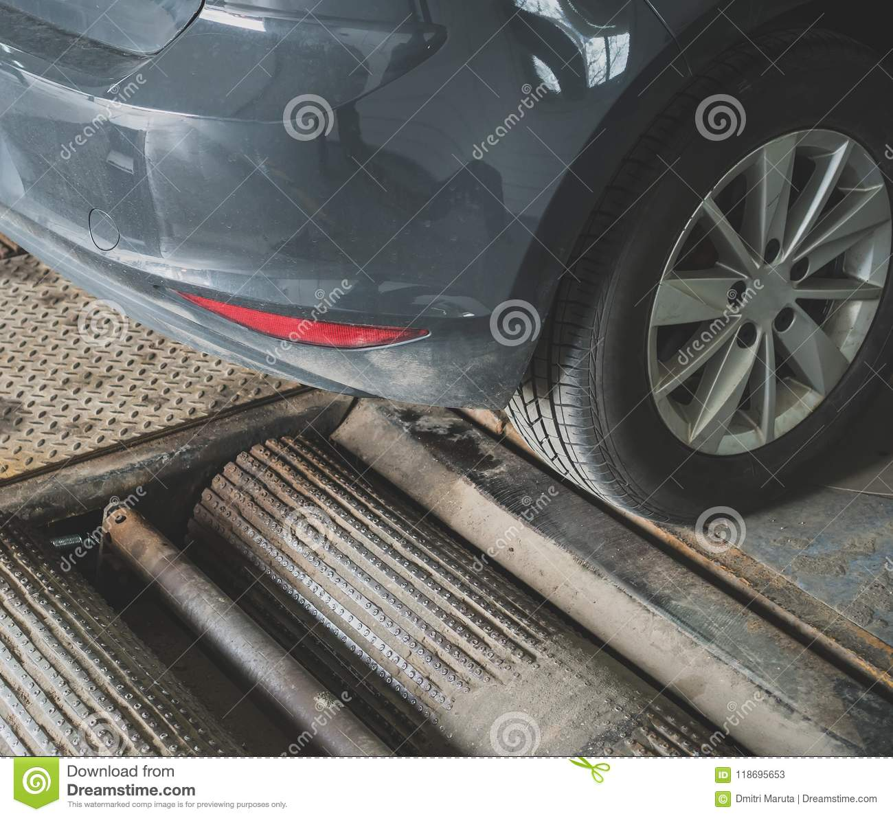 Alignment And Balancing >> Wheel Alignment And Balancing Stock Image Image Of Auto