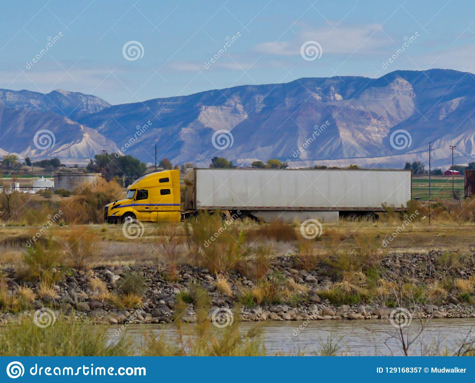 18 Wheeler Heading Towards Utah