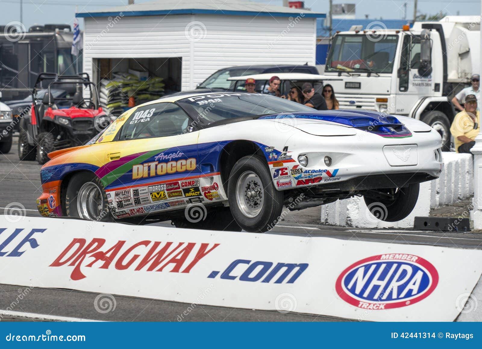 Wheelie del coche de la fricción